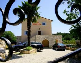 Vacation House VILLA BORGONJA